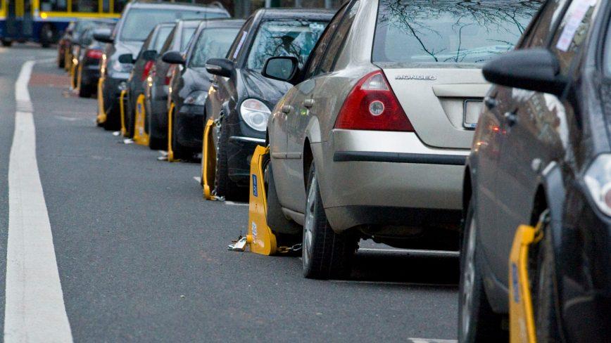 На колёса нарушителей парковки предлагают ставить блокираторы